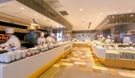 【1泊2食シリーズ】ライブクッキングが人気のレストラン「スカイグリルブッフェ武 藏」